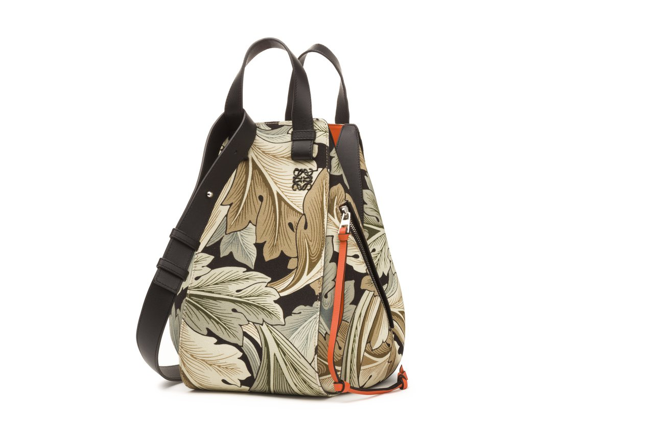 Hammock包款(大),售價83,000元。圖/LOEWE提供