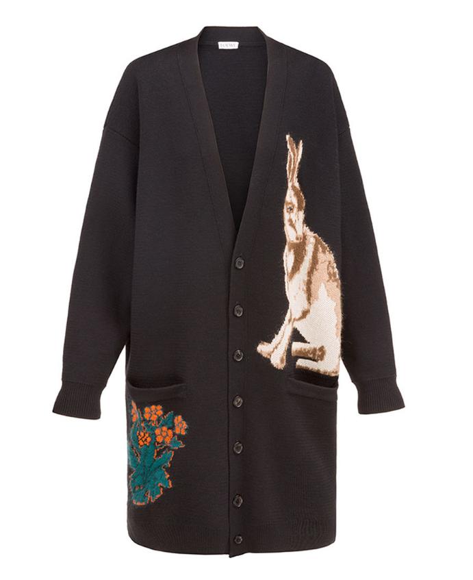 開襟針織衫,售價56,000元。圖/LOEWE提供