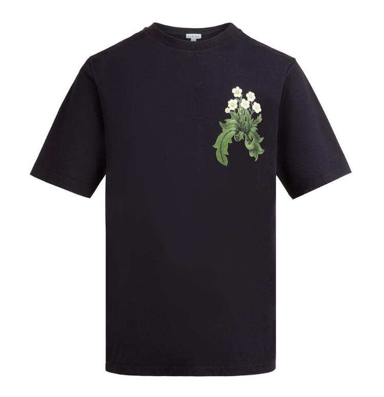 楊冪和奚夢瑤撞衫的印花黑色T-shirt,售價13,000元。圖/LOEWE提