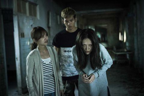 兩集「紅衣小女孩」都在台灣熱賣,第3集的籌拍傳也在進行中,且最快有可能明年3月就開拍。由於故事線將會翻新,之前的幾位主角包括楊丞琳、許瑋甯等都不會再回歸,唯一有被接觸的據稱是第2集裡非常亮眼、提名金...