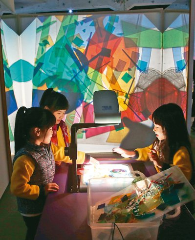 巴黎龐畢度中心「兒童藝術工作坊」讓孩子透過遊戲認識藝術,從玩樂中激發學習動力。 ...