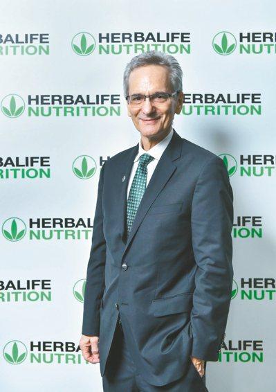 台灣即將邁入高齡社會,施默爾醫師提醒國人多攝取有益大腦的營養素並配合體重管理、適...