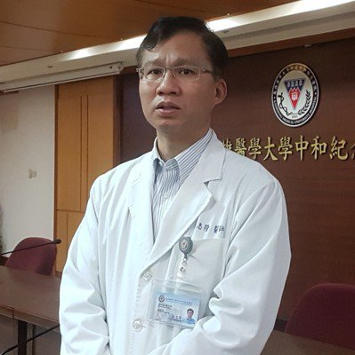 高醫傳出8年來溢付醫師數千萬元績效獎金,高醫副院長林志隆出面說明,強調會盡力跟醫...
