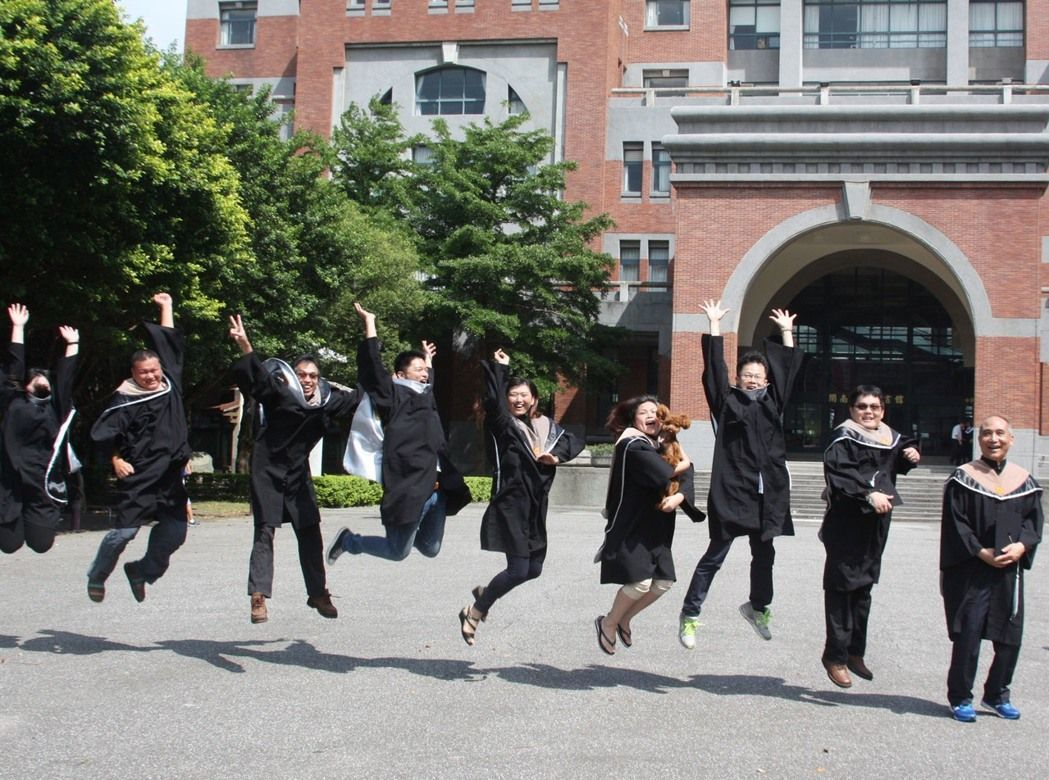 學位授予法納入學院實體化概念,學生在學期間可以彈性轉換,畢業時「院進院出」、「院...