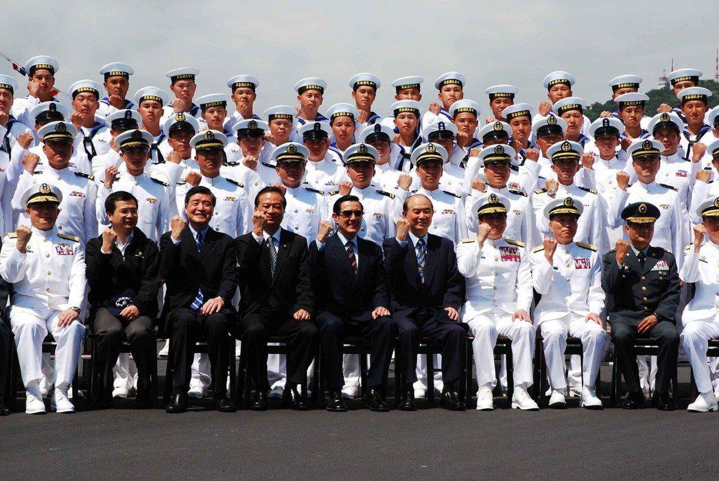 2011年4月,總統馬英九到訪蘇澳中正軍港,提出「建軍備戰」、「不對稱作戰」及「...