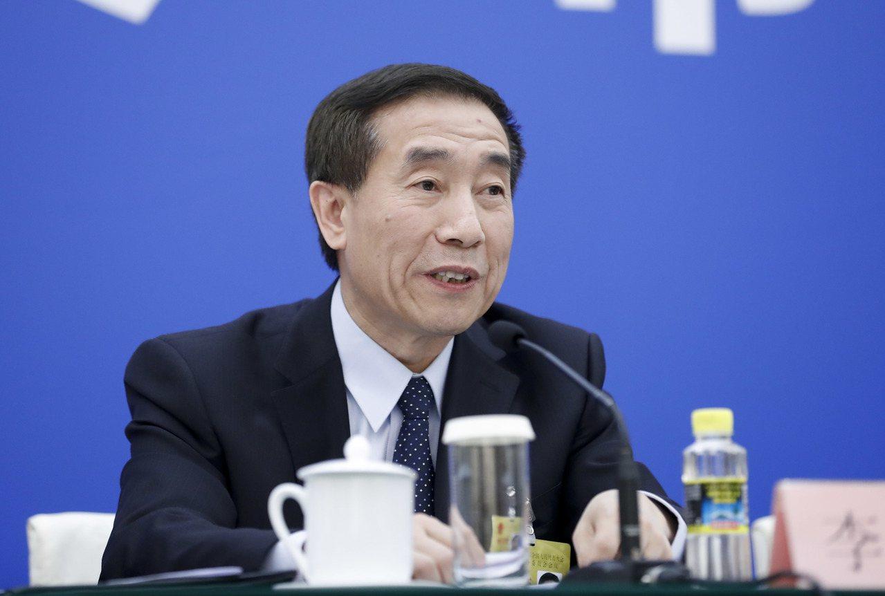 李飛:「好事不通過是腦袋進水」。 中國新聞社