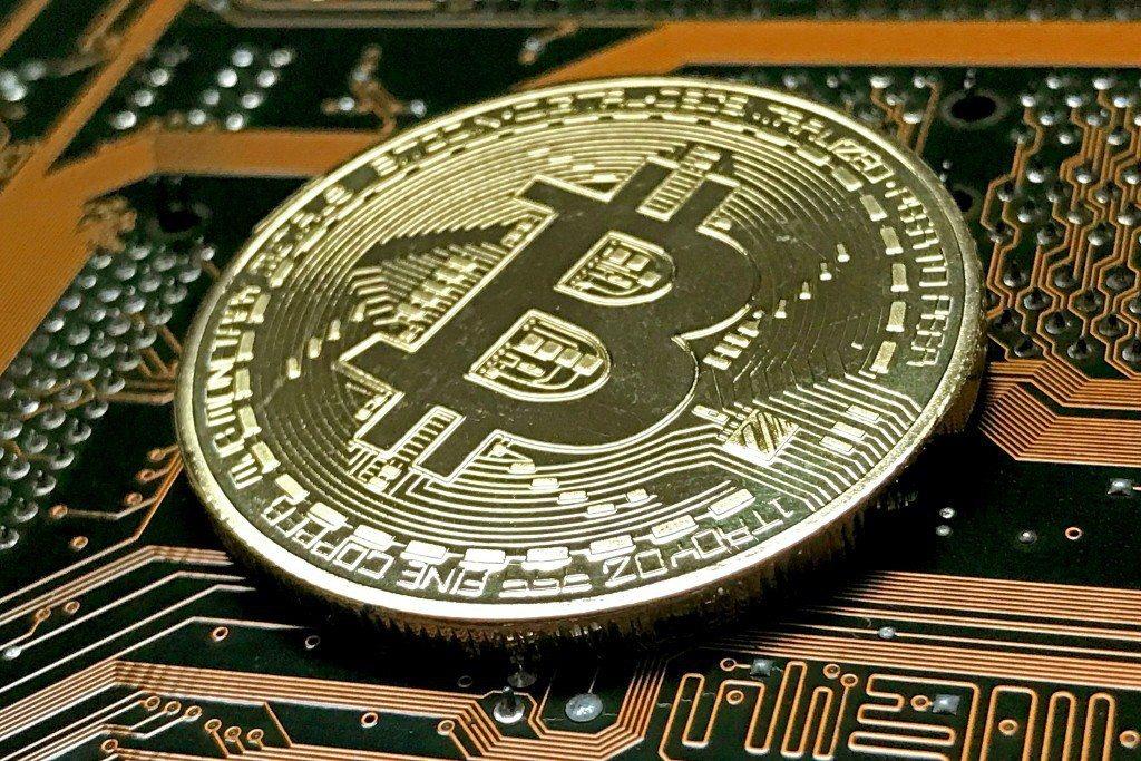加密貨幣比特幣日前一波大跌、減損價值逾9000美元後出現2週來最大反彈,27日再...