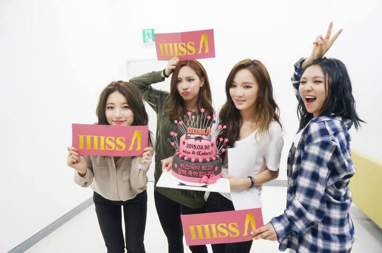 秀智(左)和其他Miss A成員。圖/擷自facebook
