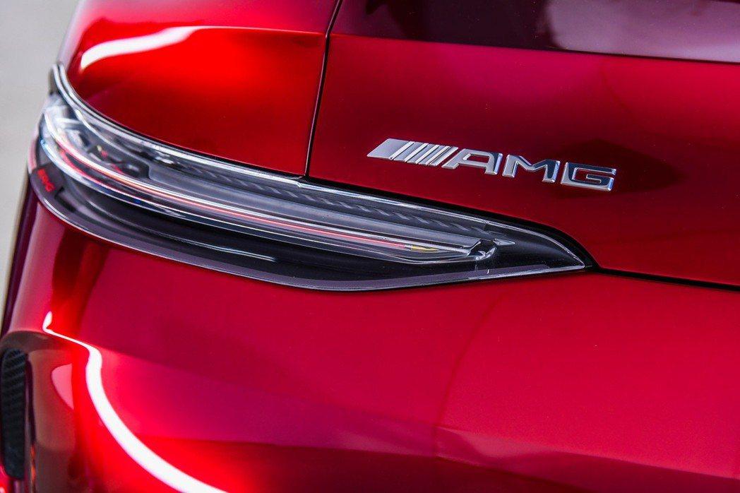 Mercedes-AMG GT Concept後車燈也同樣應用了最新技術,置入冷卻組件於後尾燈3D鏡頭下方,能將熱氣導引至外部。 圖/台灣賓士提供