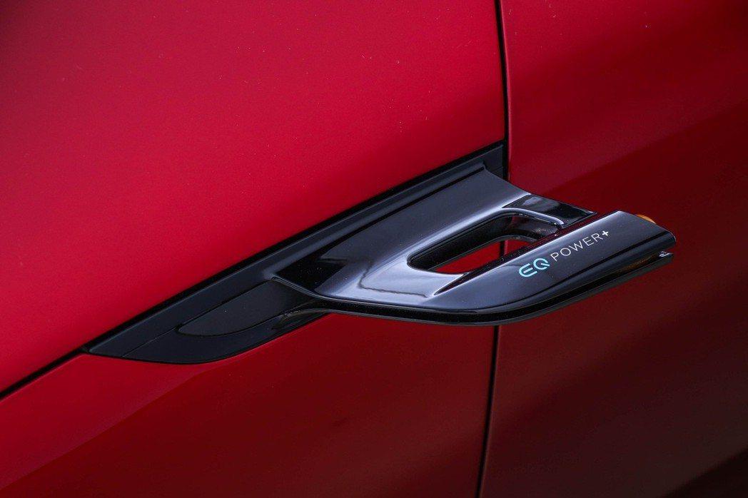 Mercedes-AMG GT Concept將傳統後視鏡以微型攝像鏡頭取代,更在鏡頭上標示EQ Power+以強調其無可比擬的高效強悍混合動力心臟。 圖/台灣賓士提供