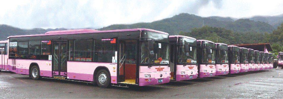 欣欣客運新添購15輛低地板公車分配的路線為:聯營670(2輛)及市轄249(5輛...