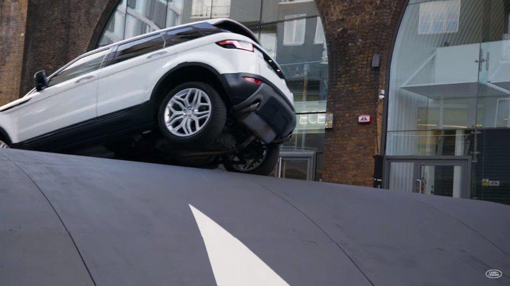 摘自Land Rover影片