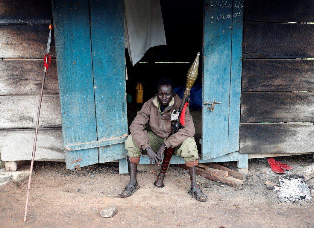 南蘇丹內戰:內戰的惡化,加劇了南蘇丹超過百萬人離散的境內難民問題,戰事的擄掠徵收...