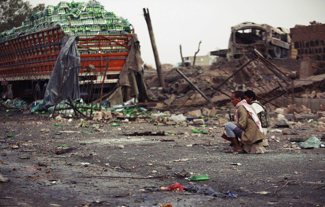 渴殺:沙烏地聯軍的長期封鎖,中斷了葉門的糧食與燃料進口,除了食物短缺,缺乏燃料與...