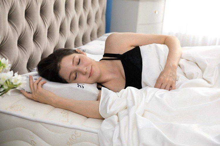 若您有側睡習慣,建議選用LaSova總裁枕,專為亞洲人設計的臉部弧度及4D手感,...