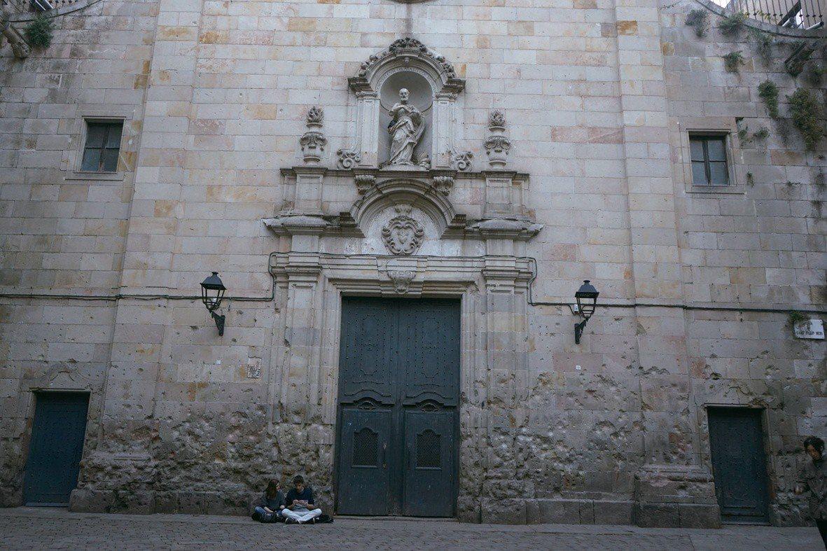 巴塞隆納市區內西班牙內戰所留下佈滿彈孔的戰爭遺址。