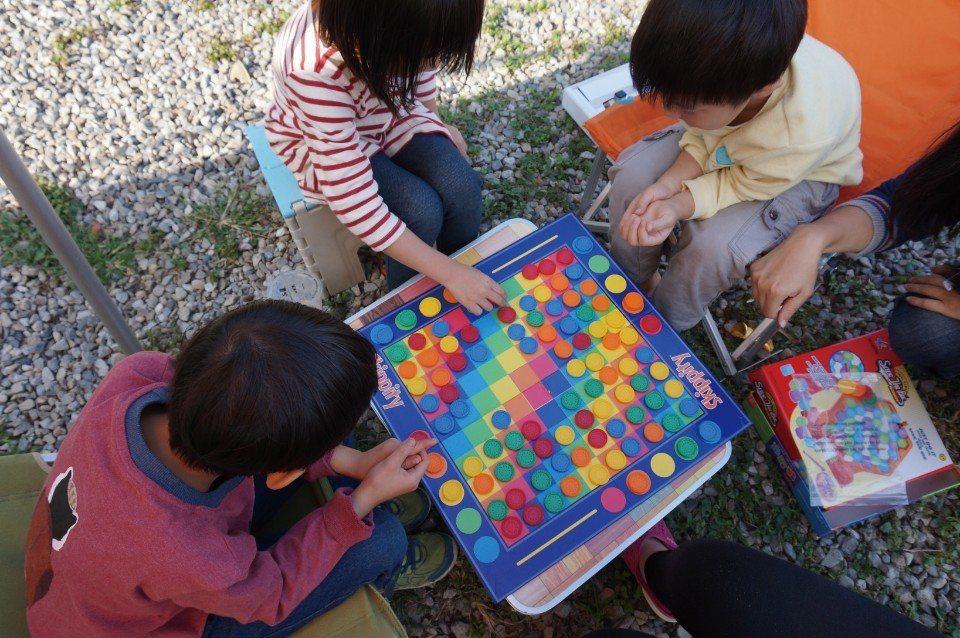 跳跳棋。(圖片來源/《劉太太和你露營趣》)
