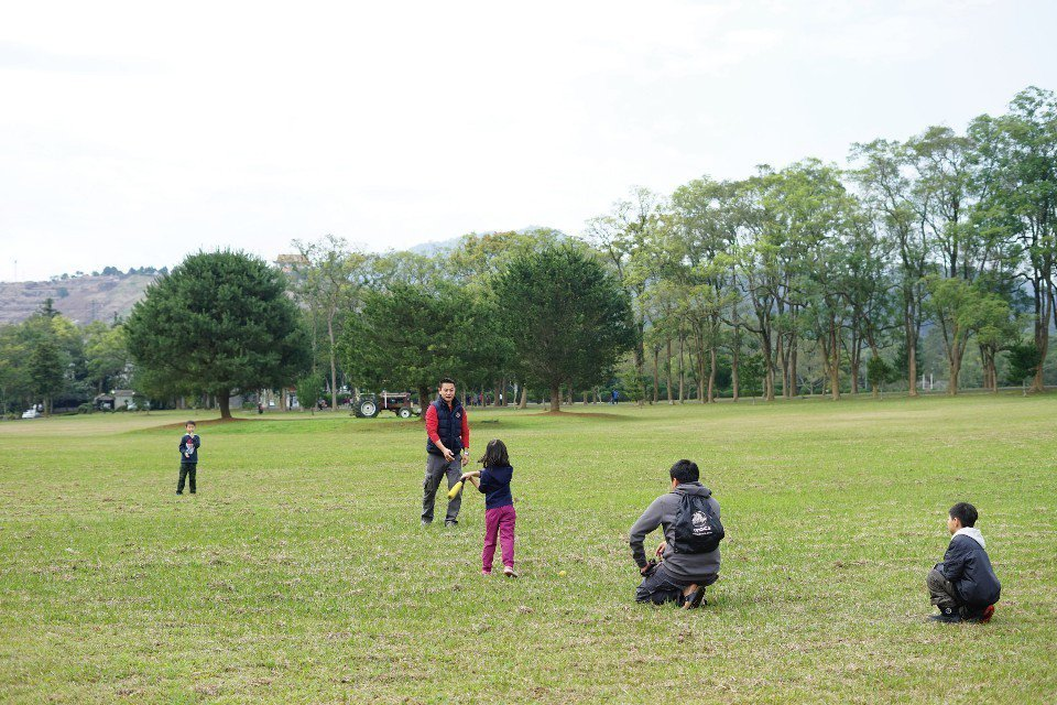 爸爸們是最佳棒球教練。(圖片來源/《劉太太和你露營趣》)