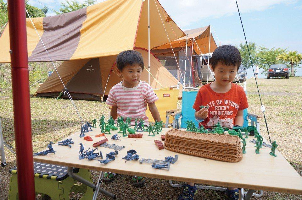 孩子們喜愛的小士兵。(圖片來源/《劉太太和你露營趣》)