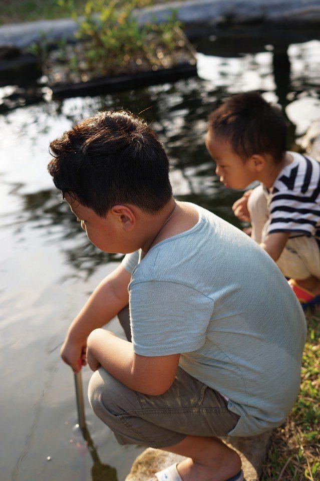 透過「玩中學,學中玩」的過程,也能訓練孩子的思考能力。(圖片來源/《劉太太和你露...