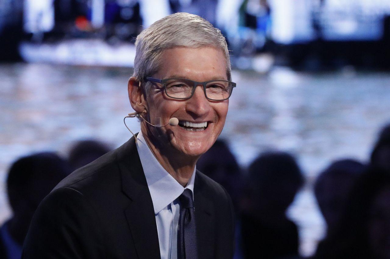 蘋果周三申報資料顯示,庫克9月30日止年度獎勵性薪資總計933萬美元。(圖/路透...
