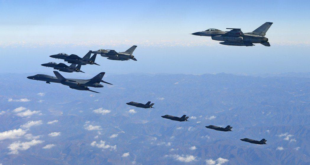 美國官員表示,未來美國將不談論與南韓、日本的聯合軍演。圖為美國與南韓6日在朝鮮半...