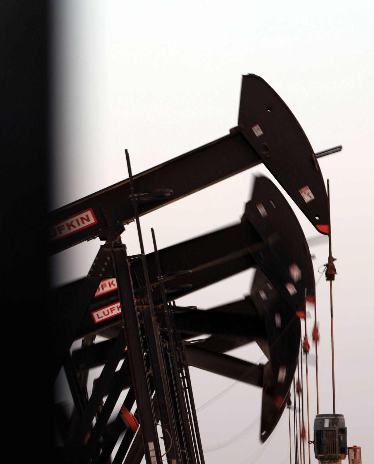 OPEC減產使短期供給給量吃緊,布侖特近期期貨油價高於遠期,即形成「逆價差」。(...