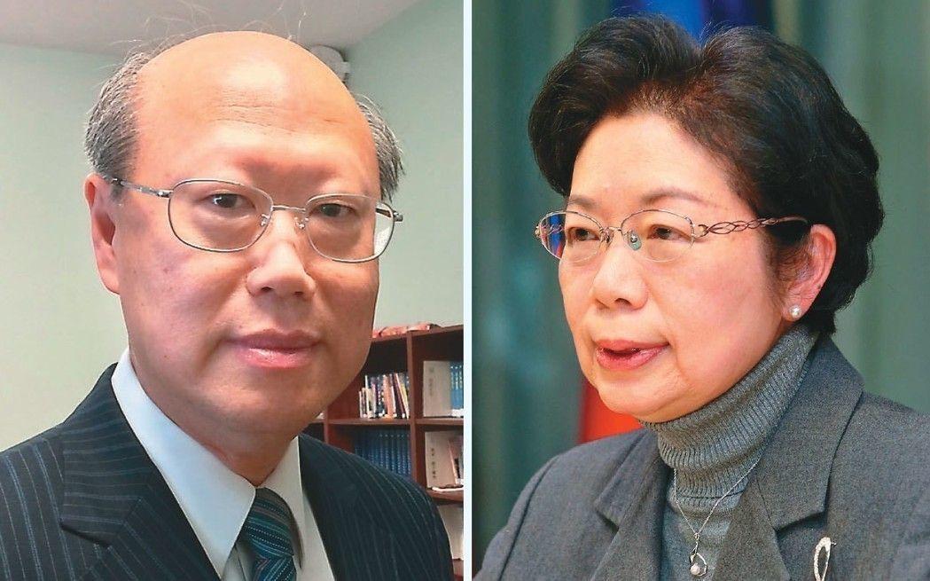 第二代晶片護照內頁圖片出包,外交部領務局長陳華玉(右)表示負起行政責任下台。同時...