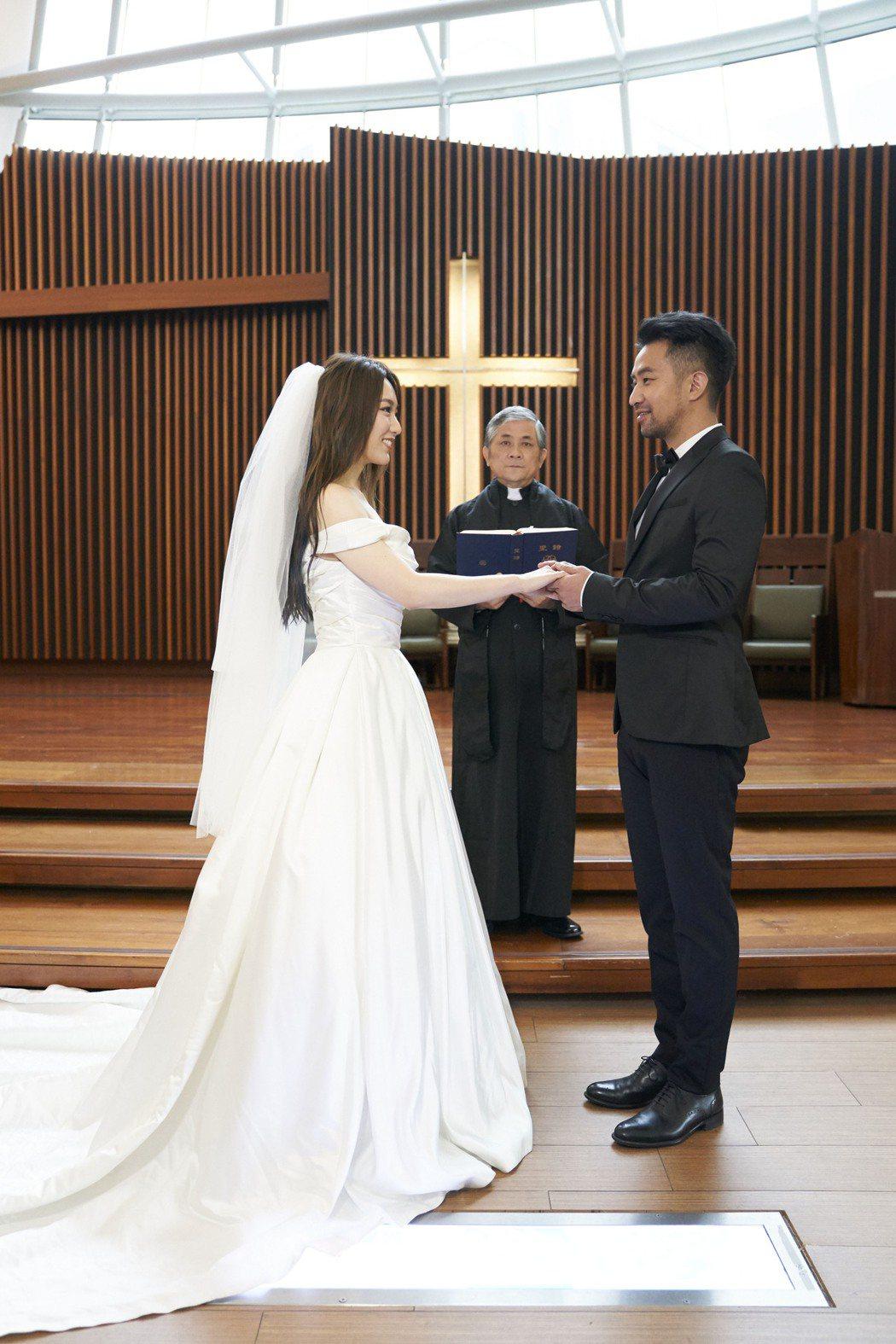 閻奕格新歌「亦敵亦友」找來黃健瑋當男主角。圖/華研音樂提供