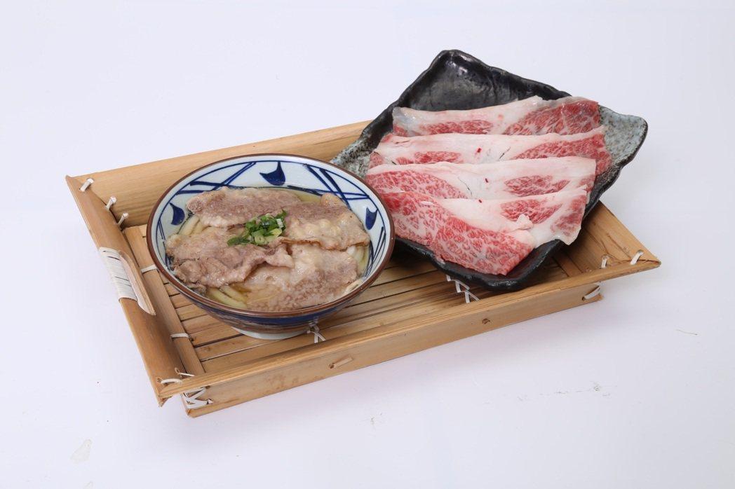 選用最高等級的和牛肉片入麵,滋味鮮甜。圖/丸亀製麵提供