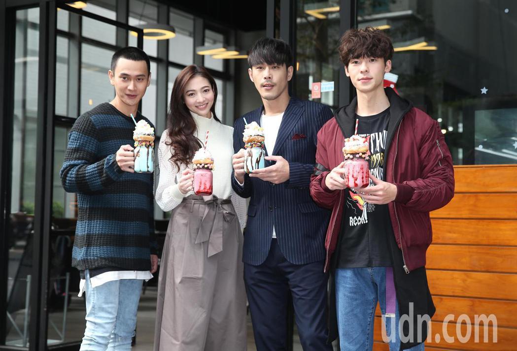 《1006的房客》記者會,演員黃騰浩(右二)、謝沛恩(左二)、許光漢(右一)、劉...