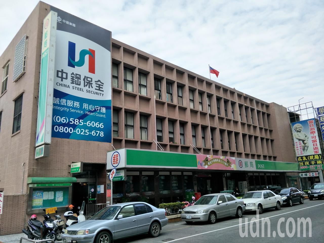 新營郵局大樓外觀。記者謝進盛/攝影