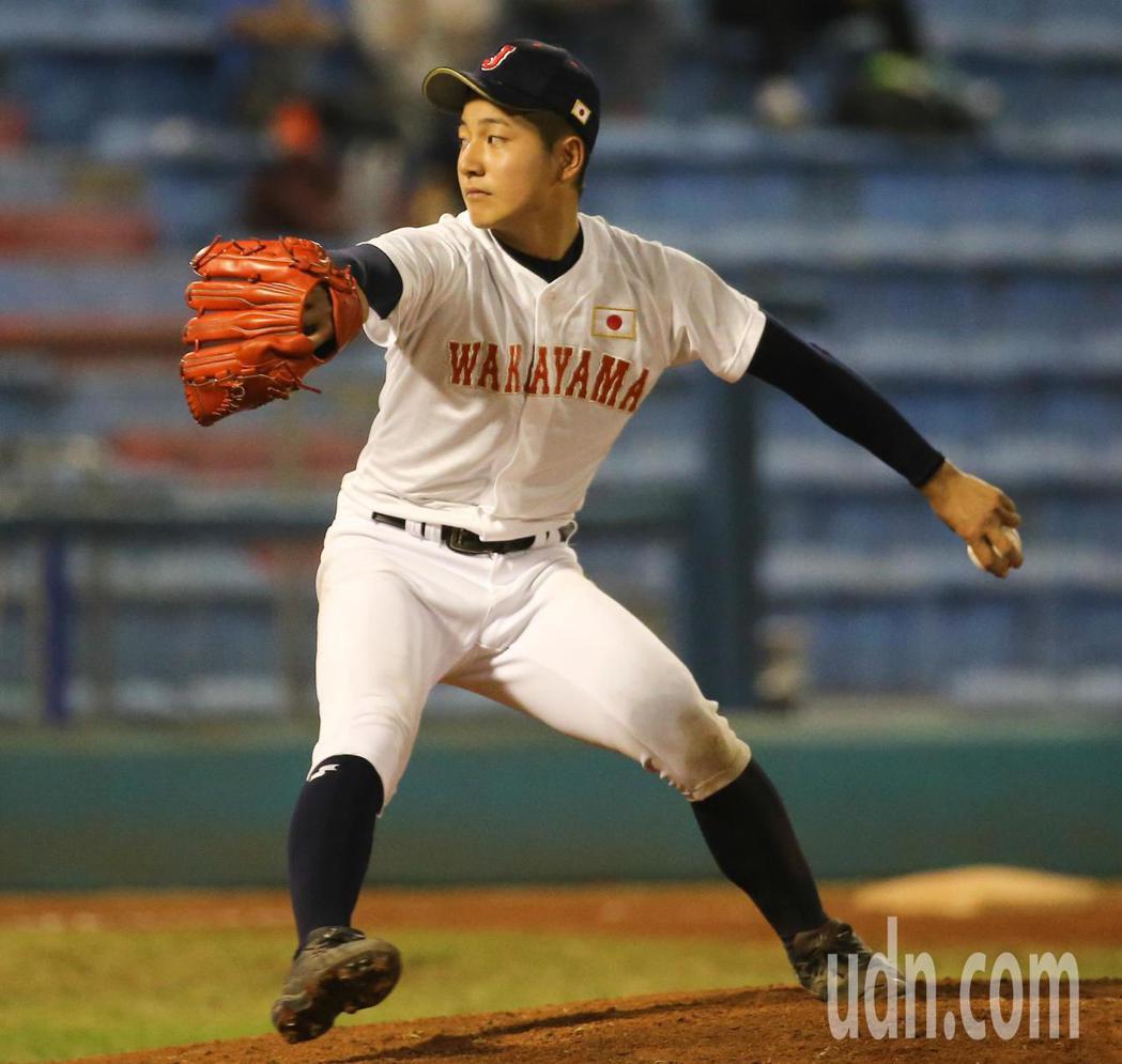 和歌山投手清岡龍太郎擔任先發投手。記者黃仲裕/攝影