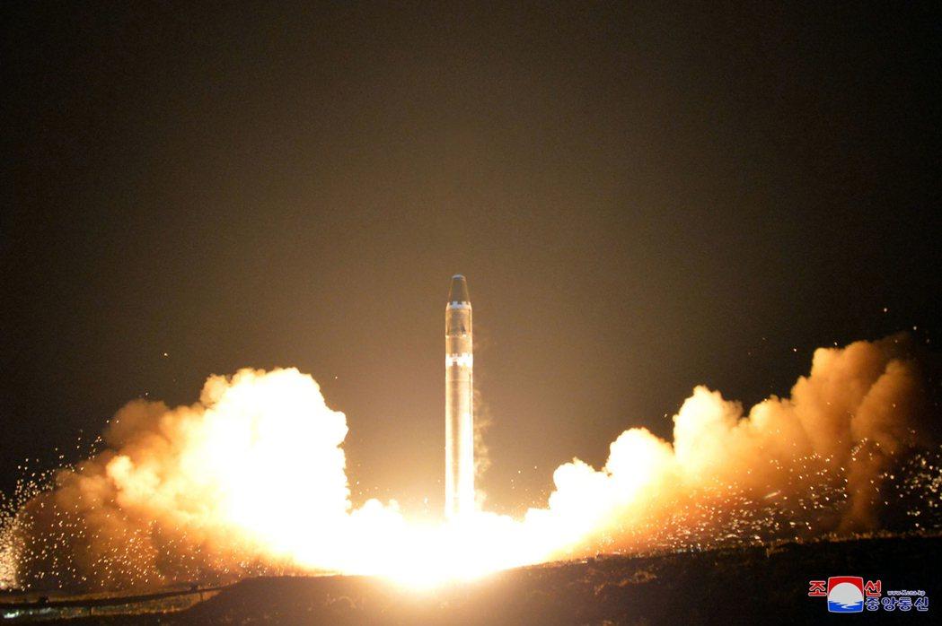 北韓飛彈試射照片。 美聯社