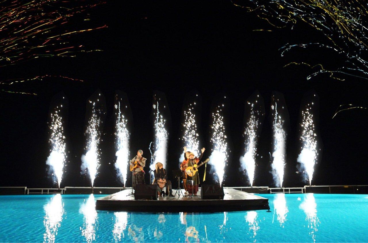 晶英酒店將在全台唯一峽谷水上舞台,並邀請台灣知名原住民樂團「圖騰樂團」及二重唱團...