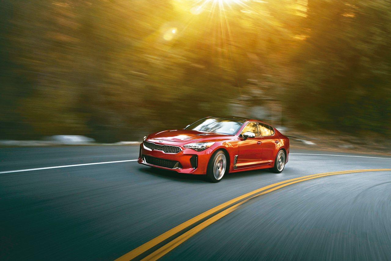 KIA在2018世界新車大展帶來賦予豪華GT跑車新定義的KIA Stinger。...