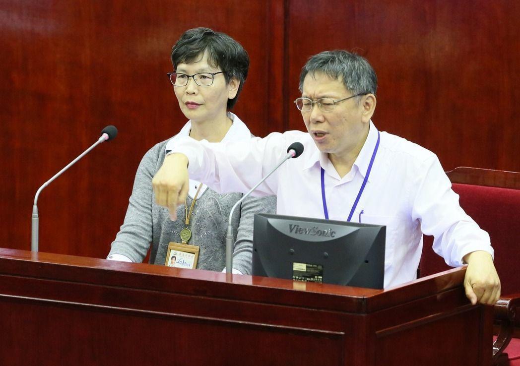 蔡壁如(左)是柯文哲上任台北市長後,自認唯一帶到北市府的人 圖/聯合報系資料照片