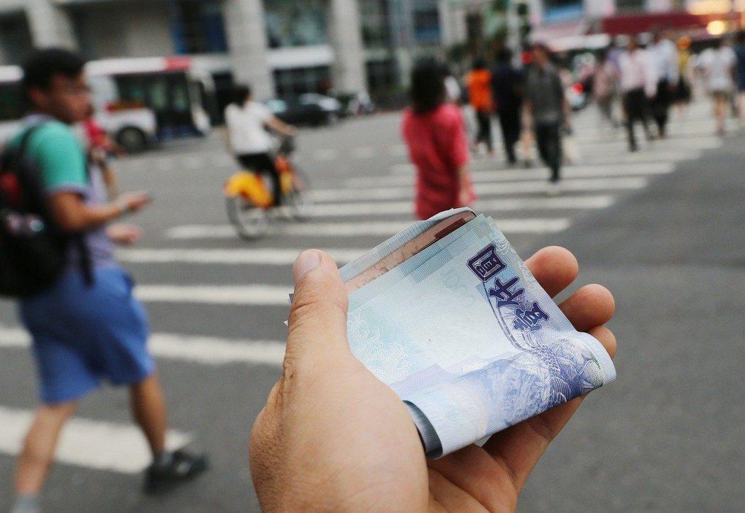 青年低薪一直是政府迫切想要解決的問題。 圖/聯合報系資料照片