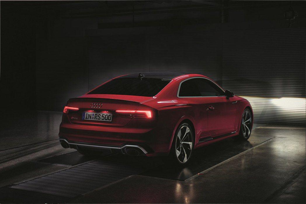 Audi獨步全球的輕量化車身科技搭配新世代MLB EVO II底盤模組,為全新Audi RS 5 Coupé精準打造出超高剛性車體結構。 圖/奧迪提供