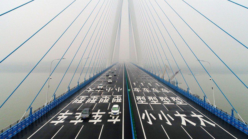 武漢開通第9座長江大橋,長江最寬橋。 新華社