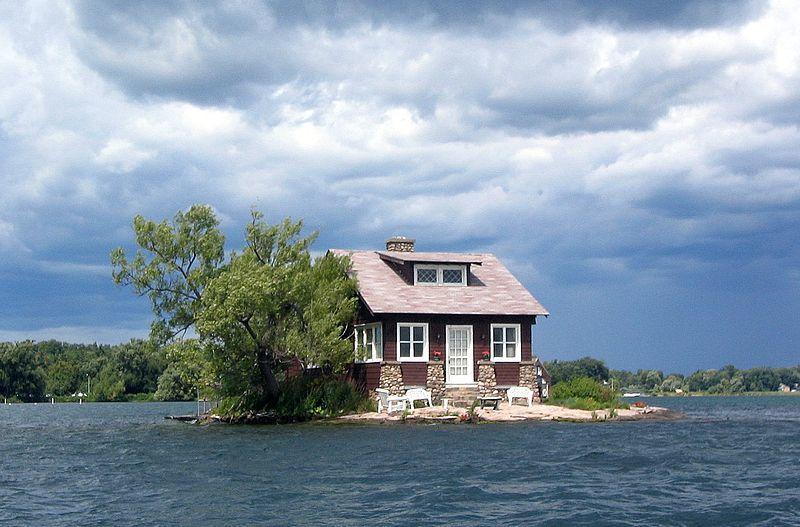 地球上最小的有人居住島嶼,名字就叫做「空間僅夠島」,因為它只有網球場大小,剛好可...