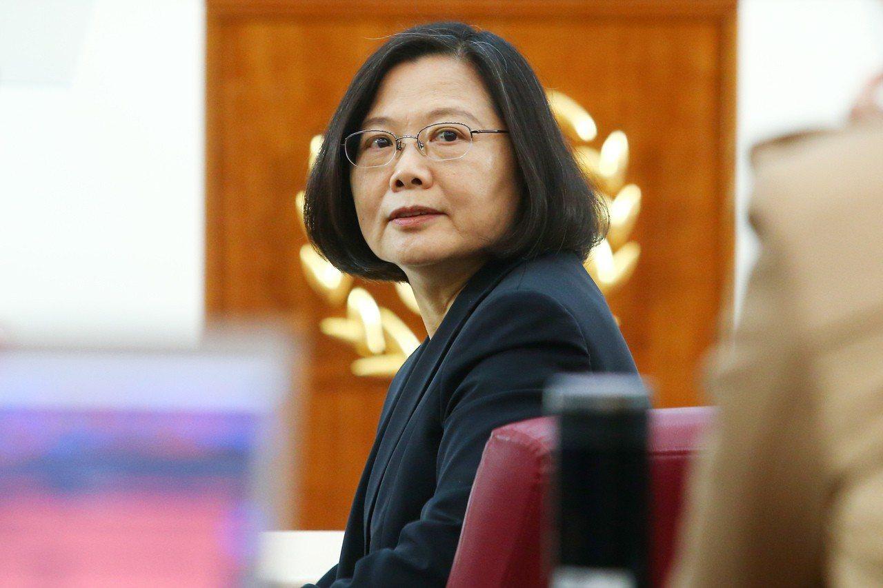 共機演訓頻繁,總統蔡英文表示,這牽涉整個東亞情勢,台灣並非單獨面對。蔡總統認為,...