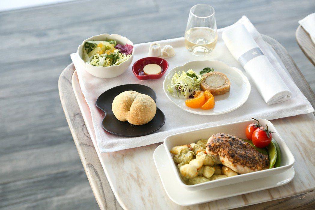 香港航空首航洛杉磯航班全新商務艙空中餐具。 香港航空/提供。