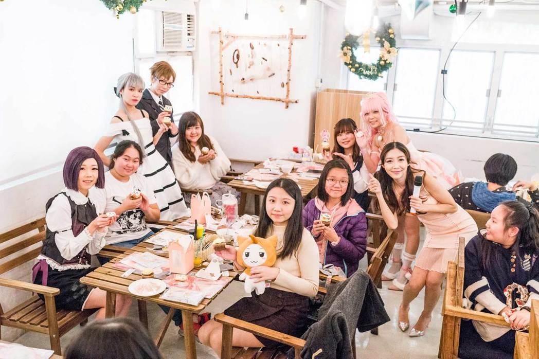香港場生日派對邀請到Coser夏薇、真由、小桃和小黑。