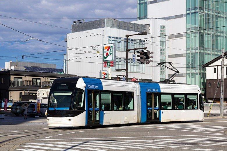 輕軌是富山市公共運輸復興的要角。 圖/取自t-mizo (CC BY 2.0...