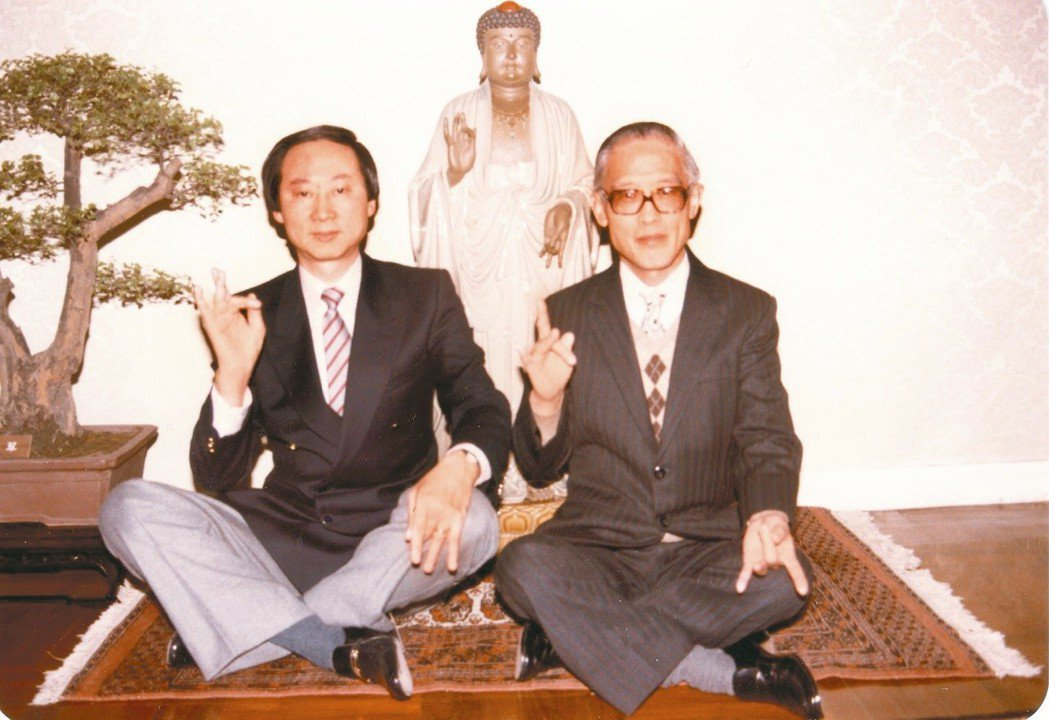 上世紀八十年代的余光中(右)與楊世彭。