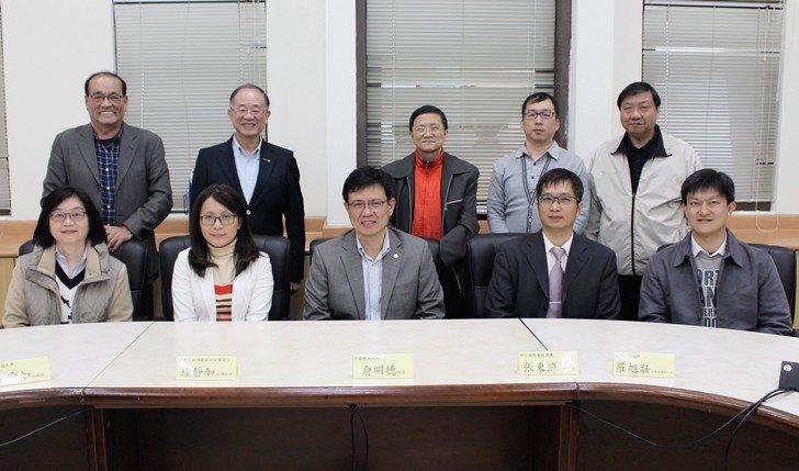中國科大校長俞明德(前排左三)、85度C副總經理鐘靜如 (前排左二)、阿官國際餐...
