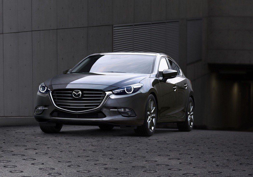 正 18 年式 Mazda3 在維持售價的前提下,將新增MRCC主動車距控制巡航系統、SBS 智慧型煞車輔助系統等主動安全配備。 台灣馬自達汽車提供