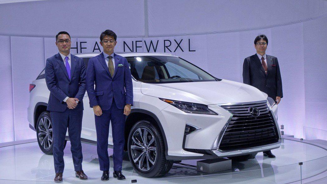 和泰汽車Lexus協理吳品聰(左起)與Lexus International E...