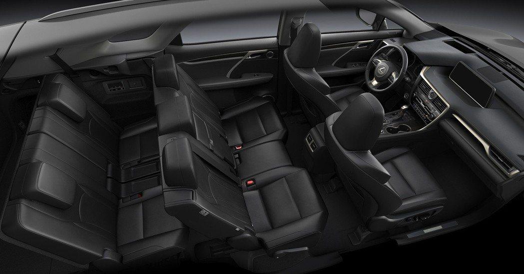 Lexus RX L後懸長增加11公分,打造出更多的空間,讓RX L增加了第三排...